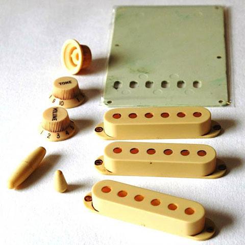 Kit de accesorios GuitarSlinger Accessory Kit Worn White